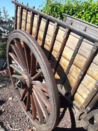 carro madera antiguo para jardin