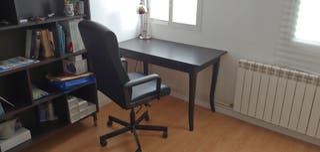 Mesa escritorio, Silla de oficina y Estantería