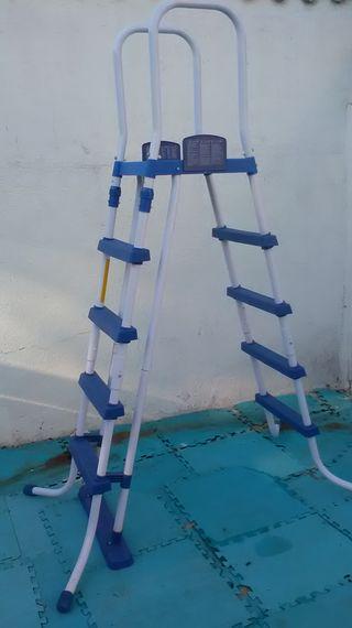 Escalera para piscinas de 132 cm, con plataforma