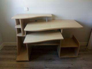 escritorio de oficina casi sin uso