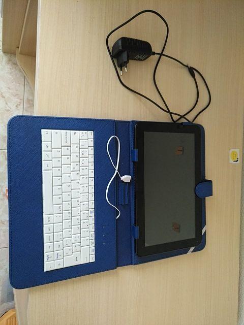 Leotec tablet. Con cargador y funda con teclado