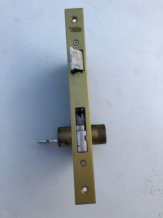 Cerradura anti palanca YALE