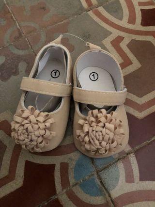 Zapatos de bebé prendantes semisuelas. Sin estrena