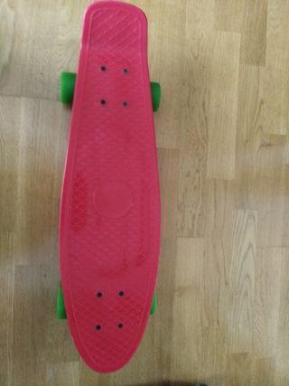 Skate/patinete rojo