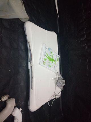 Tabla Wii +juego Wi fit plus