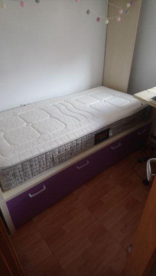 Dormitorio con armario puente