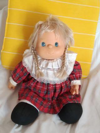 Muñeca de los 80 en buen estado.