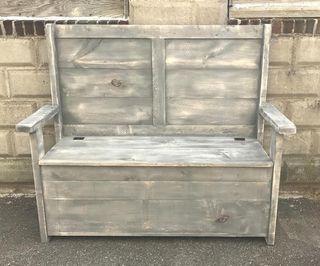 Banco-baúl en madera de palets