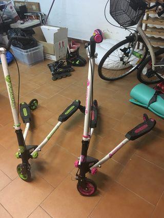 Dos motos para niños mayores
