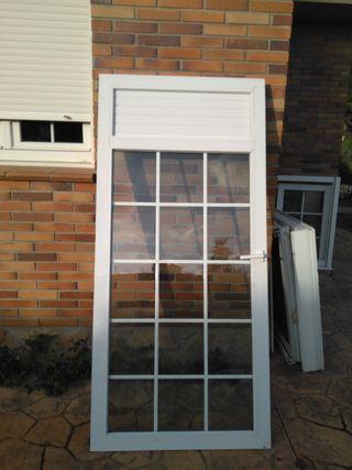Marco + persiana + puerta cristal. PVC.