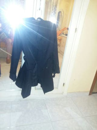chaqueta negra igusl a la roja