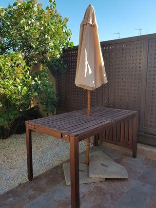 Mesa y Sombrilla jardin