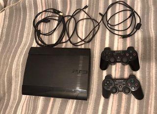 Play 3 con sus respectivos cables y mandos