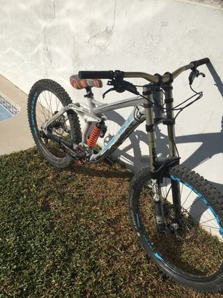 Bicicleta de descenso custom Ghost Northshore