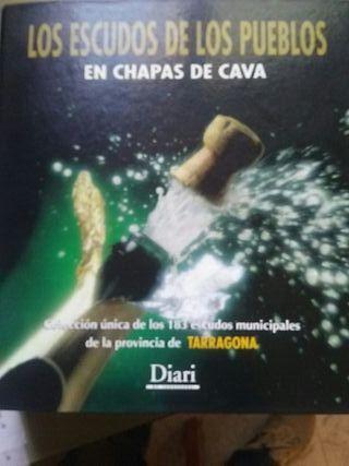 183 chapas de cava ,pueblos de Tarragona
