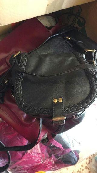 bolso negro pequeño, 4€ en Navalcarnero