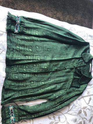 Camisa de seda verde de Uterqüe