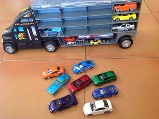 Camion con 25 coches y 2 camiones.
