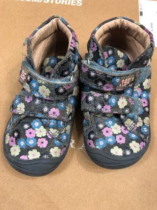 Zapatos abotinados niña Garvalín