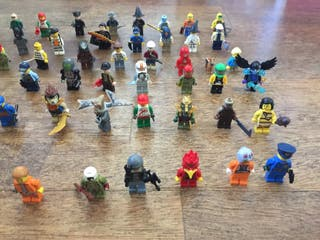 Lego: 60 muñecos