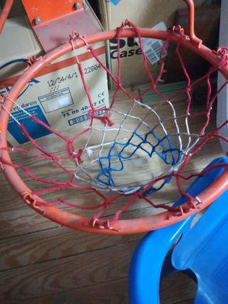 Canasta con rede de baloncesto