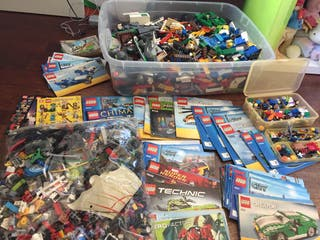 50 Legos en 2 cajas: piezas grandes y peque