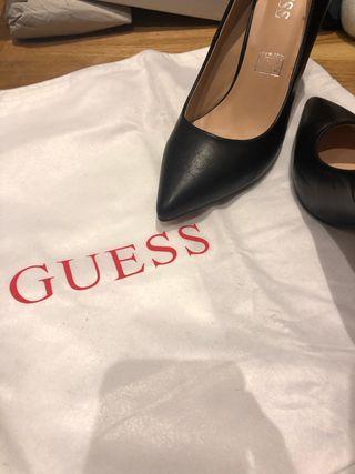 Zapato estileto Guess