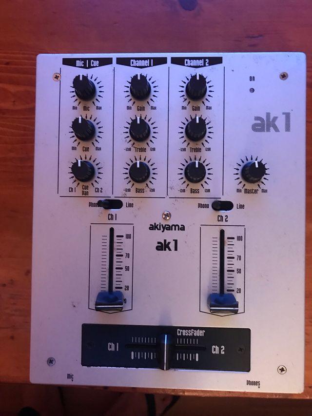 Mesa de mezclas akiyama ak1