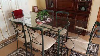 mesa de forja y cristal con sillas
