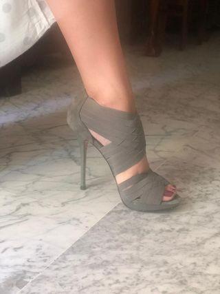 Zapatos tacón Zara.