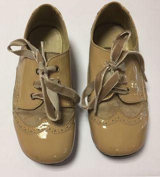 Zapatos beige número 27