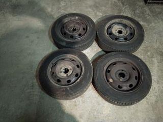 Neumáticos 155-70-13- seminuevos