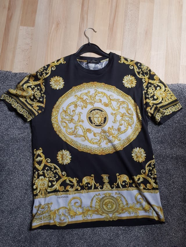d27c6a86e Versace T shirt Authentic second hand for £200 in London in WALLAPOP