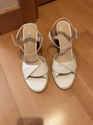 Oportunidad!! Sandalias blancas nuevas!!