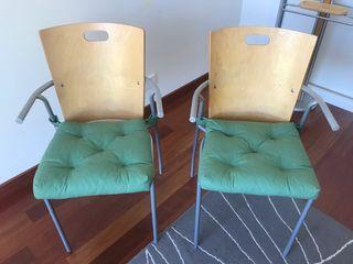 Mesa y sillas de estudio despacho