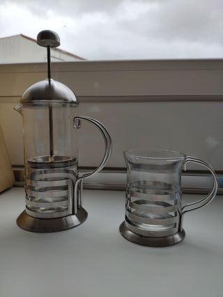 Cafetera - tetera de émbolo y vaso