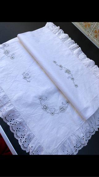 Sabana bordada a mano algodón antigua