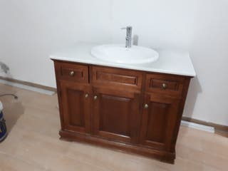 mueble lavabo con espejo y luz en buen estado