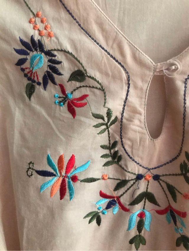 Blusón bordado beige - Talla 44 NUEVA
