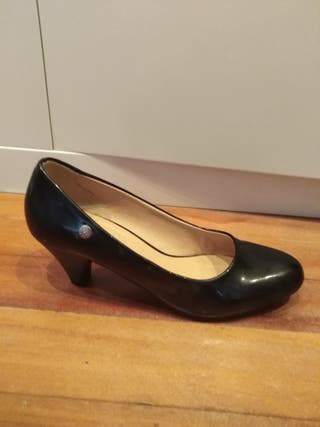 Zapatos mujer de segunda mano por 8 € en Getxo en WALLAPOP
