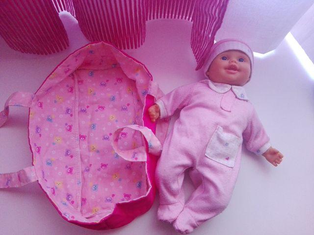 Bebé cuerpo blandito y cuco viaje