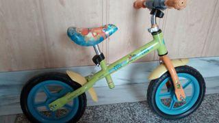 Bicicleta de iniciación, sin pedales.