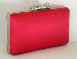 Bolso de mano clutch rosa con cadena larga