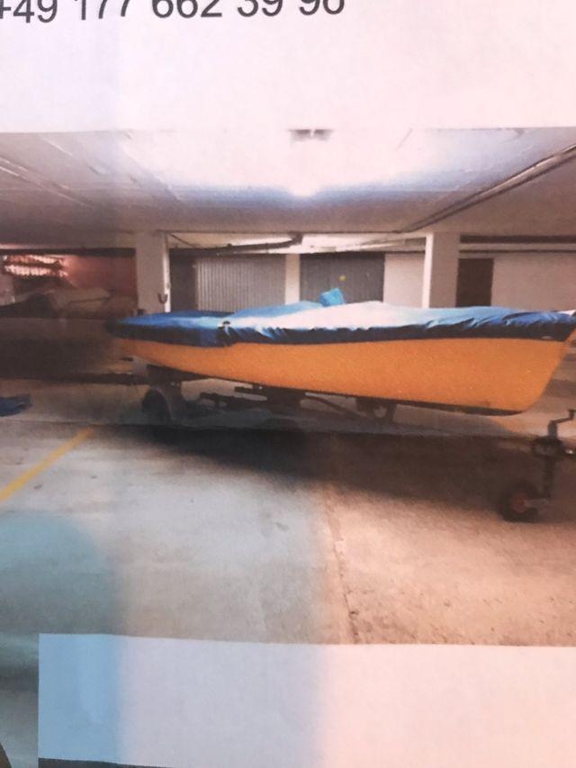 Barco ligero de vela ,motor y remolque