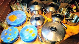 Lote de ollas, platos y vasos
