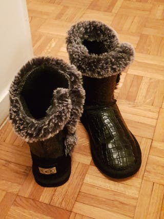 Bottes/Boots style UGG croco T.39
