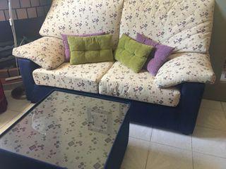 Sofá y mesa