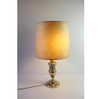 Antigua lámpara de mesa de metal