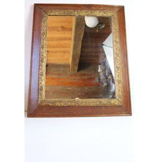 Antiguo espejo con marco de madera oro