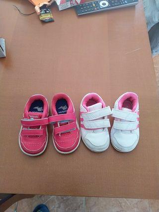 dos pares de zapatillas de marca número 20